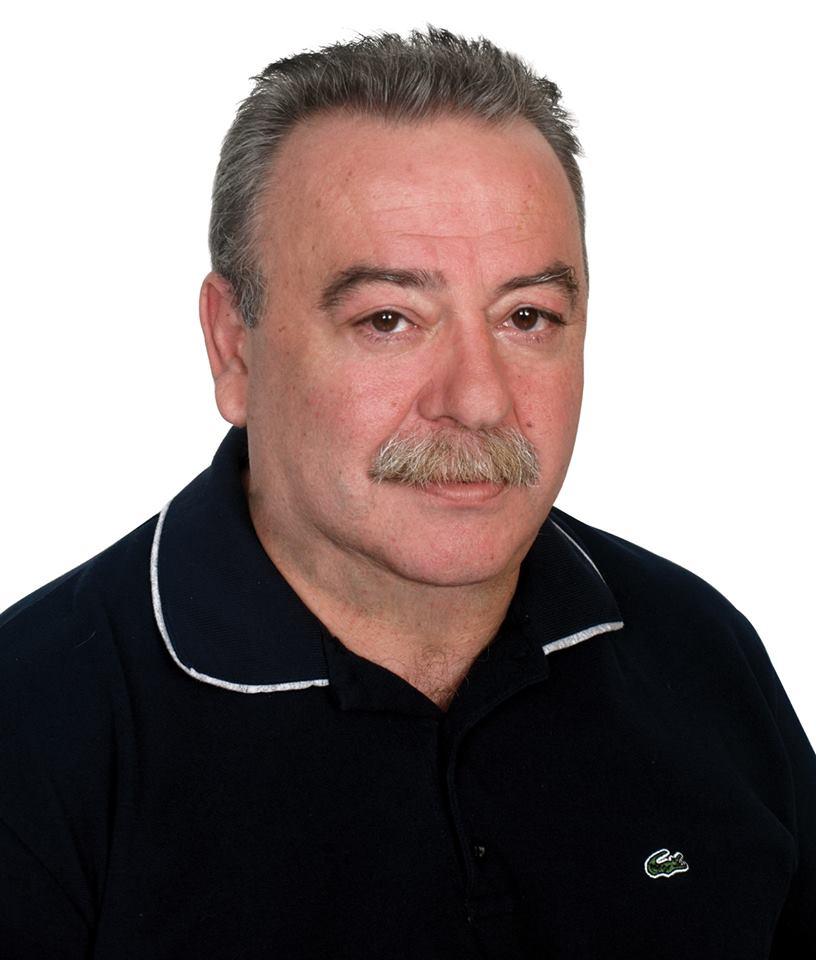 22228c06c2 Γεννήθηκε το 1957 στα Γιάννενα και κατοικεί στο Ίλιον από το 1964. Είναι  σύζυγος τις ιατρού Αναστασίας Στεφανοπούλου και πατέρας της αρχαιολόγου ...