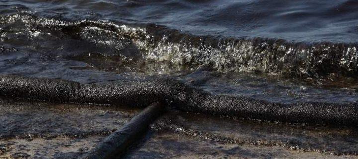 Περιφέρεια Αττικής για την οικολογική καταστροφή στον Σαρωνικό: πλήρης διαλεύκανση, παραδειγματική τιμωρία των υπευθύνων και λήψη ουσιαστικών μέτρων