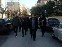 """Περιοδεία της δημοτικής κίνησης """"Αλληλέγγυα Πόλη"""" στους δρόμους και τα ΚΑΠΗ της πόλης και επίσκεψη και συζήτηση με τους εργαζόμενους στο Δημαρχιακό Μέγαρο"""