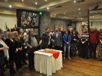 Πλήθος κόσμου στην πρωτοχρονιάτικη πίτα της «Αλληλέγγυας Πόλης» – «Το μήνυμα της νίκης εστάλη» υπογράμμισε ο υποψήφιος δήμαρχος Ιλίου, Κώστας Κάβουρας