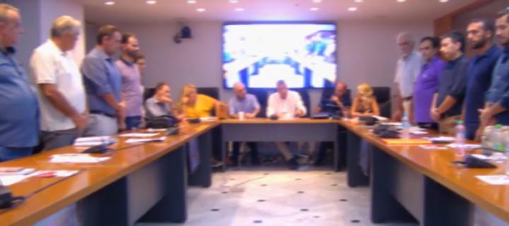 Δημοτικοί σύμβουλοι της παράταξης της Νέας Δημοκρατίας στο Ίλιον αρνήθηκαν να τηρήσουν ενός λεπτού σιγή για τον Παύλο Φύσσα [video]