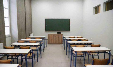 Αυξάνουν από 22 σε 25 τους μαθητές ανά τμήμα σε δημοτικά και νηπιαγωγεία εν μέσω πανδημίας. Είναι με τα καλά τους;