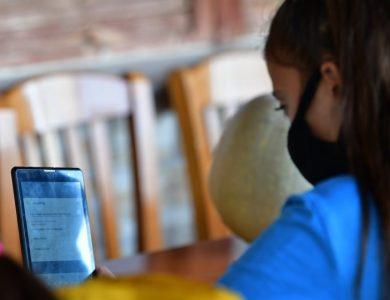 Να προσφέρει ο Δήμος το απαραίτητο υλικό (tablet) σε όσους μαθητές χρειάζεται για τις ανάγκες της τηλεκπαίδευσης