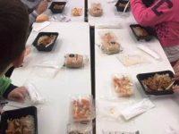 Η κυβέρνηση σταματά τα σχολικά γεύματα σε 66 δημοτικά σχολεία στη Δυτική Αθήνα