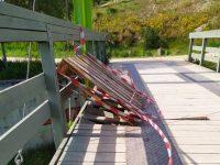 """Η """"ανάπλαση"""" Πατούλη – Ζενέτου στο Πάρκο Τρίτση συνεχίζεται: """"Έσπασαν και οι γέφυρες…"""""""